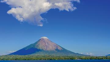 Océans, lacs et volcans